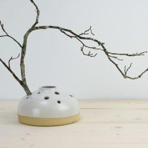 vase pique fleurs ceramique blanc